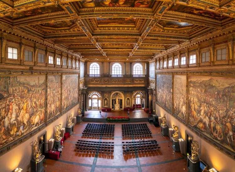 Il Salone dei Cinquecento a Palazzo Vecchio fa parte degli itinerari nella Firenze alchemica.