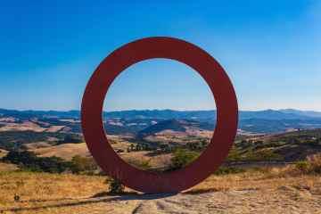 Il cerchio è uno dei simboli guida individuati dai filosofi esoteristi. Scopri il simbolo del cerchio e il suo profondo legame con la Toscana