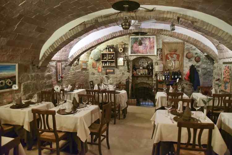 l'interno del ristorante Peruca a San Gimignano