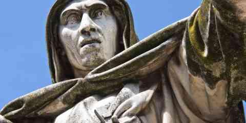 Girolamo Savonarola è un personaggio storico controverso che influenzò la vita politica della Repubblica fiorentina.