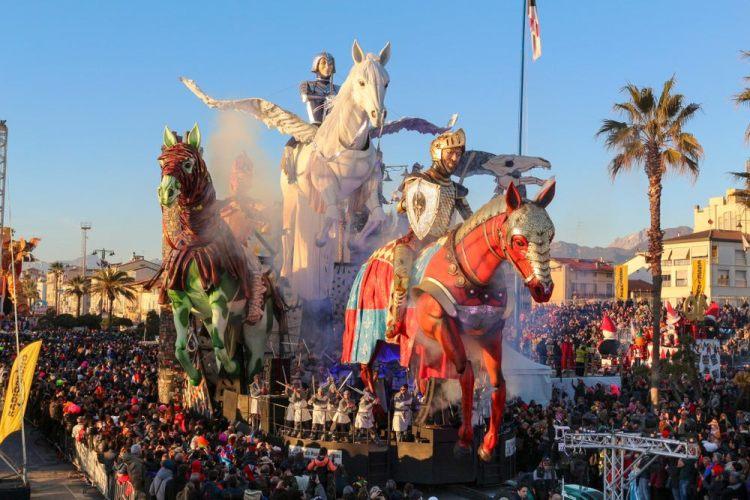 Il Carnevale di Viareggio è il Carnevale in Toscana più importante e conosciuto.