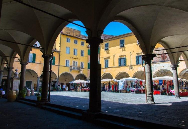 Piazza delle Vettovaglie si trova nel centro storico di Pisa