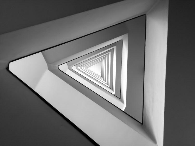 Triangoli infiniti in bianco e nero