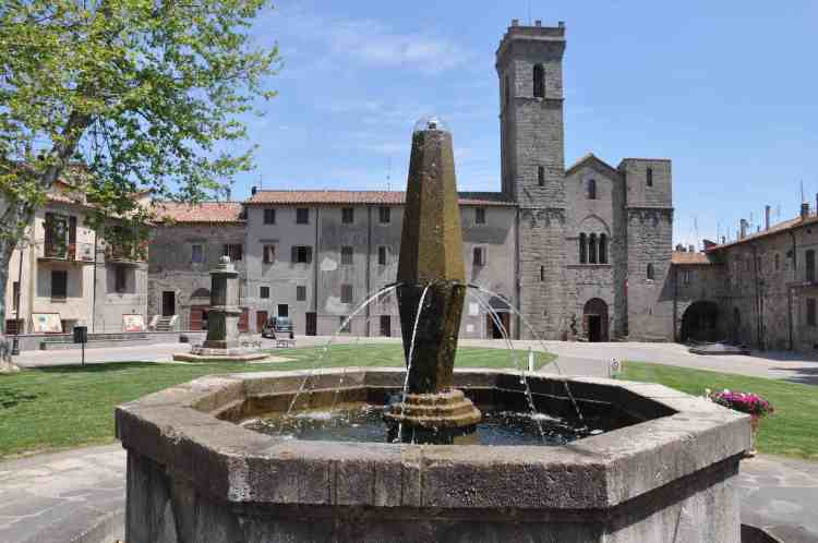 Esterno dell'Abbazia San Salvatore a Abbadia San Salvatore sul Monte Amiata