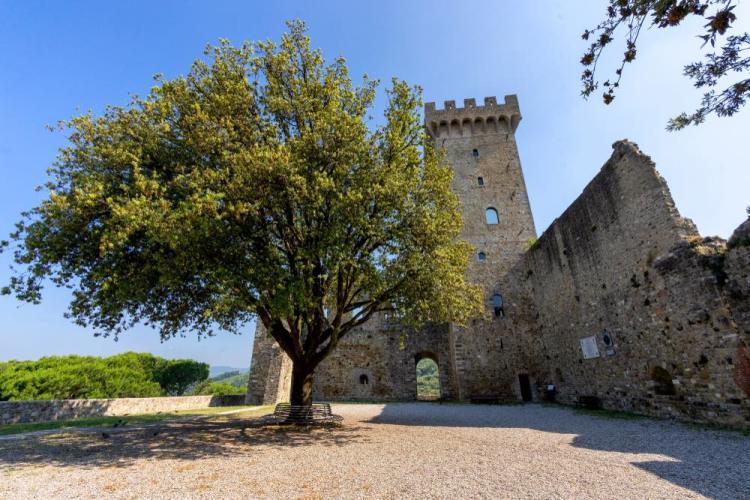 Il castello medievale di Castelnuovo di Magra in Lunigiana