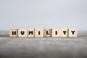 Lettere di legno con scritta umiltà
