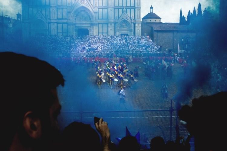 La finale del calcio storico fiorentino si tiene la sera del 24 giugno prima dei Fohi di San Giovanni