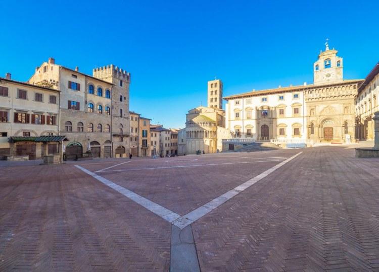 Piazza Grande è la piazza principale di Arezzo, città della Toscana