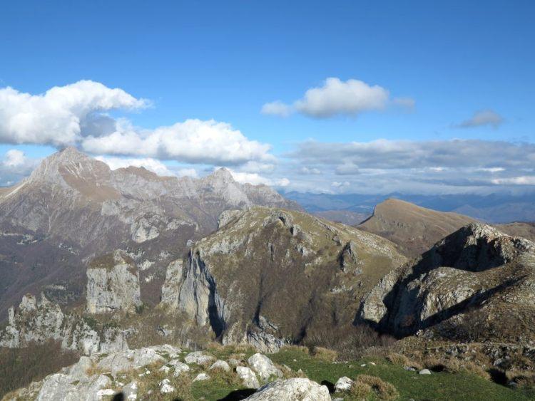 La Pania della Croce è una montagna toscana sulle Alpi Apuane