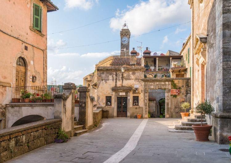 Palazzi nel borgo toscano di Sorano