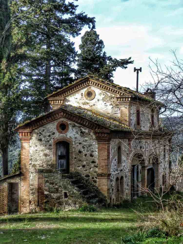 Chiesa abbandonata a Buriano