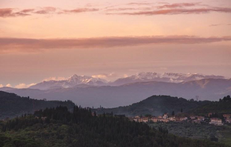Appennino tosco-emiliano visto da Artimino, borgo toscano in provincia di Prato