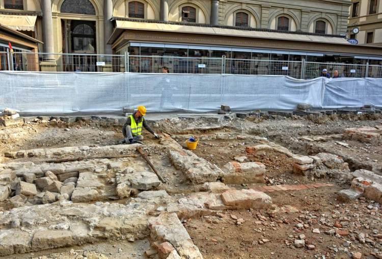 Gli scavi archeologici a Firenze in Piazza della Repubblica nel 2018