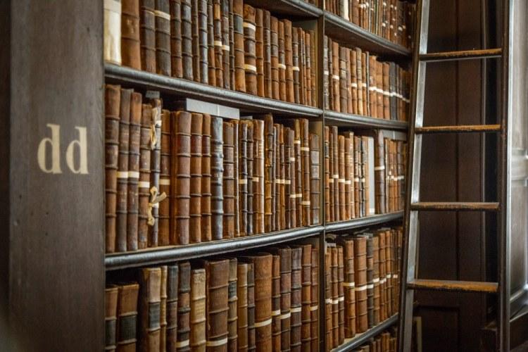 Antichi volumi al Trinity College di Dublino