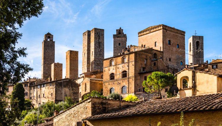 Le torri di San Gimignano, borgo in Toscana chiamato la Manhattan del Medioevo