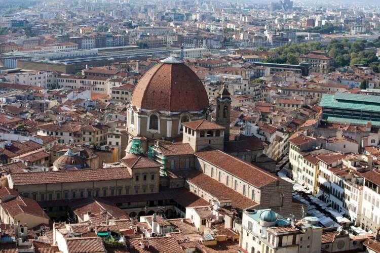 Quartiere di San Lorenzo e Osservatorio Ximeniano visti dall'alto a Firenze