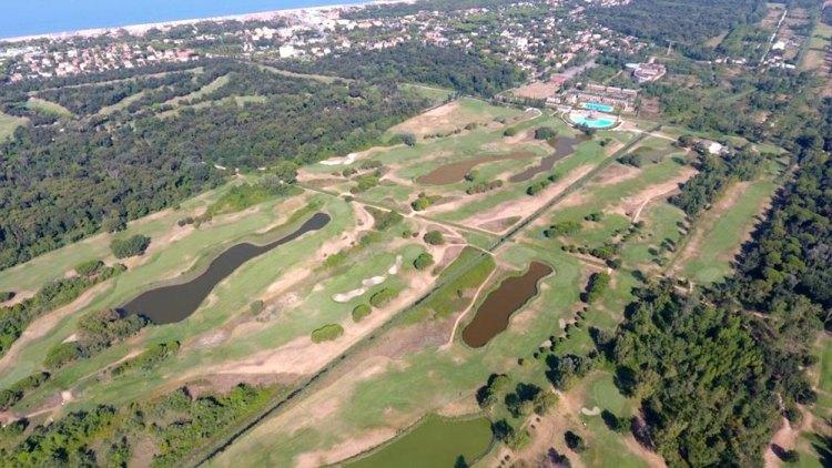 Il Cosmopolitan Golf Club a Tirrenia è uno dei campi da golf della Toscana con più di 9 buche
