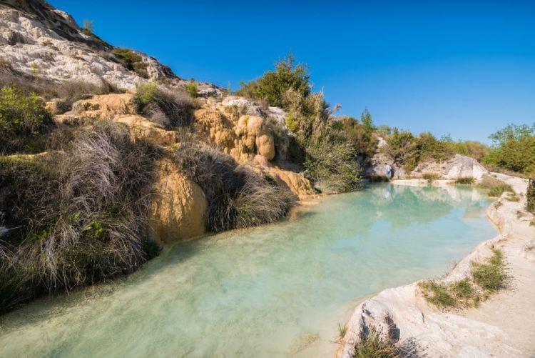 la vasca termale di Bagno Vignoni fuori dal borgo