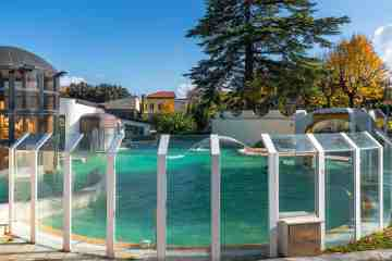 Piscina termale all'aperto nello stabilimento di Casciana Terme in Toscana