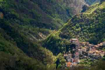 Il borgo di Equi Terme è un borgo toscano arroccato sulle Alpi Apuane