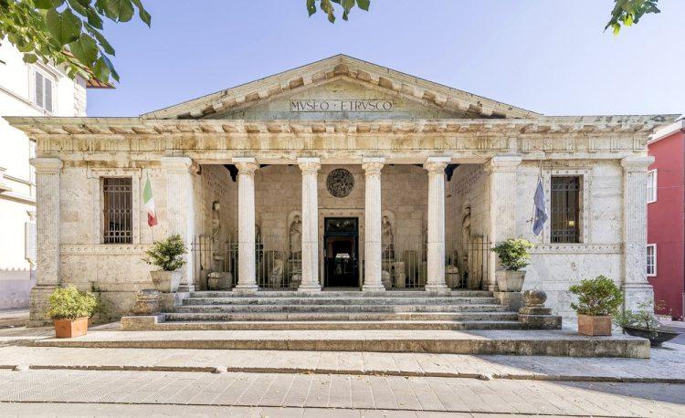 Entrata del Museo Etrusco Nazionale di Chiusi in Toscana