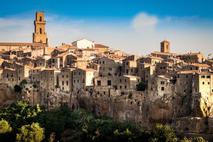 Panorama sul borgo toscano di Pitigliano, uno dei famosi borghi del tufo, conosciuto come piccola Gerusalemme