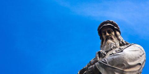 Statua di Leonardo da Vinci in Piazza della Scala a Milano