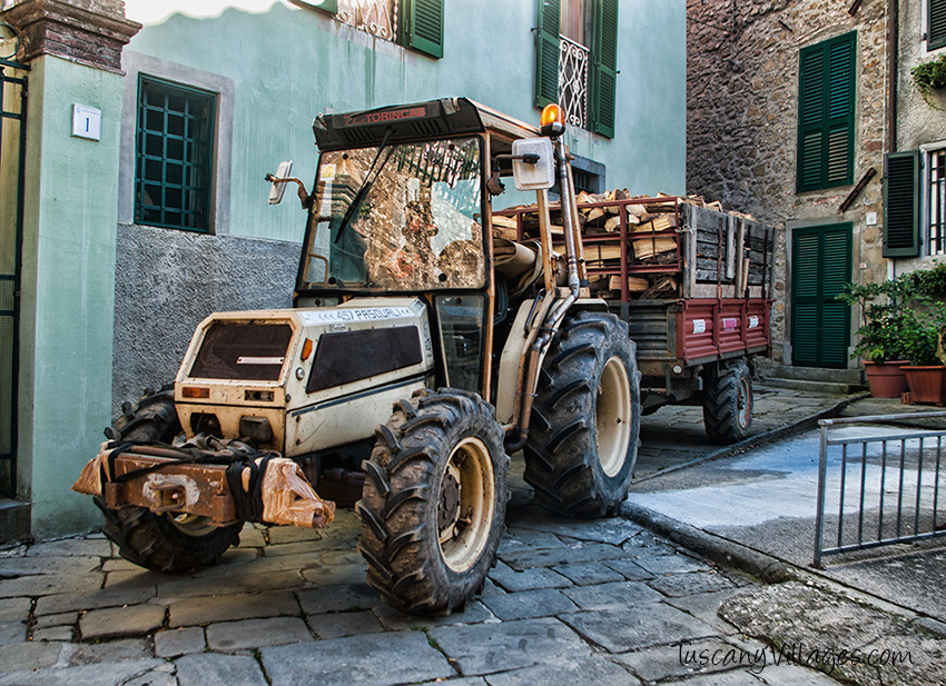 Tractor with wood 4
