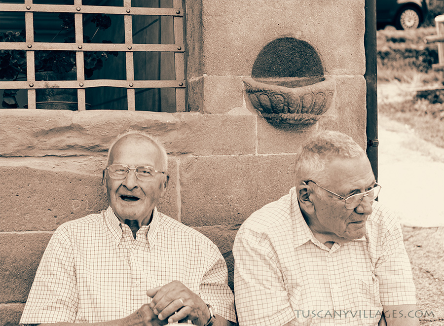 2-old-men-sitting in Stiappa piazza