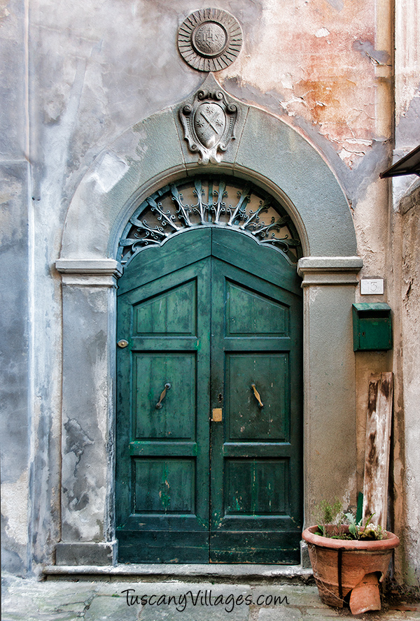 Green-door-Barga