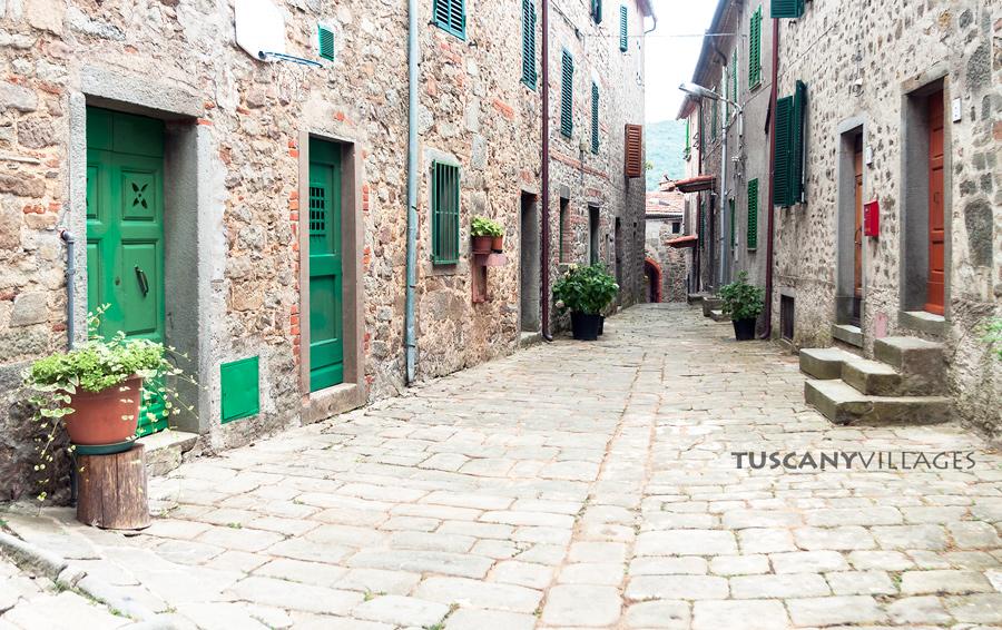 Stiappa-street-green-doors-tuscany