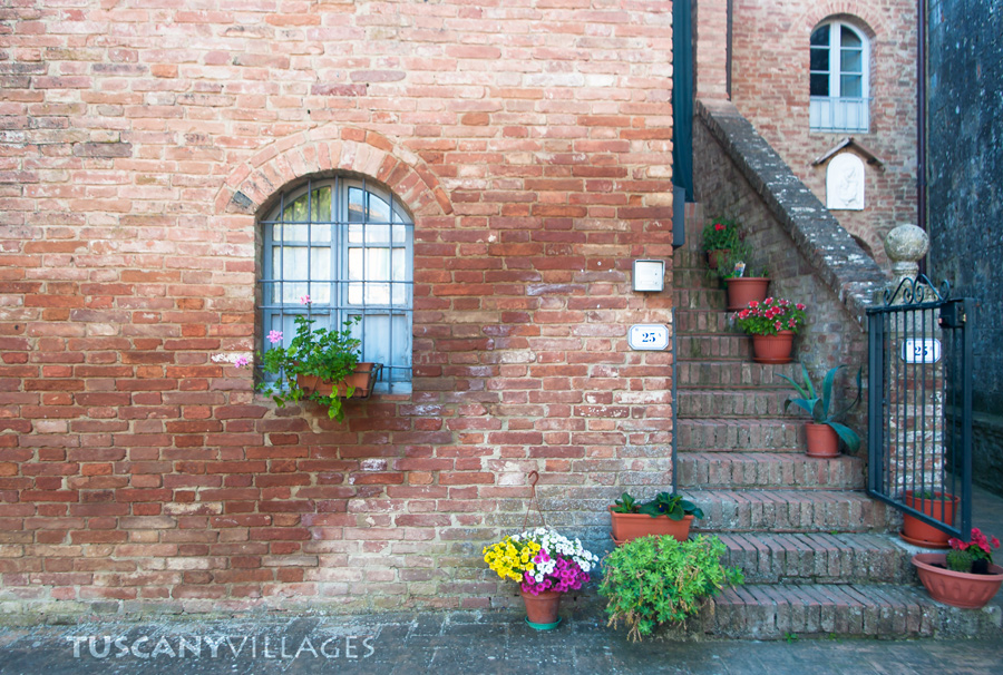 house-siena-flowers-steps
