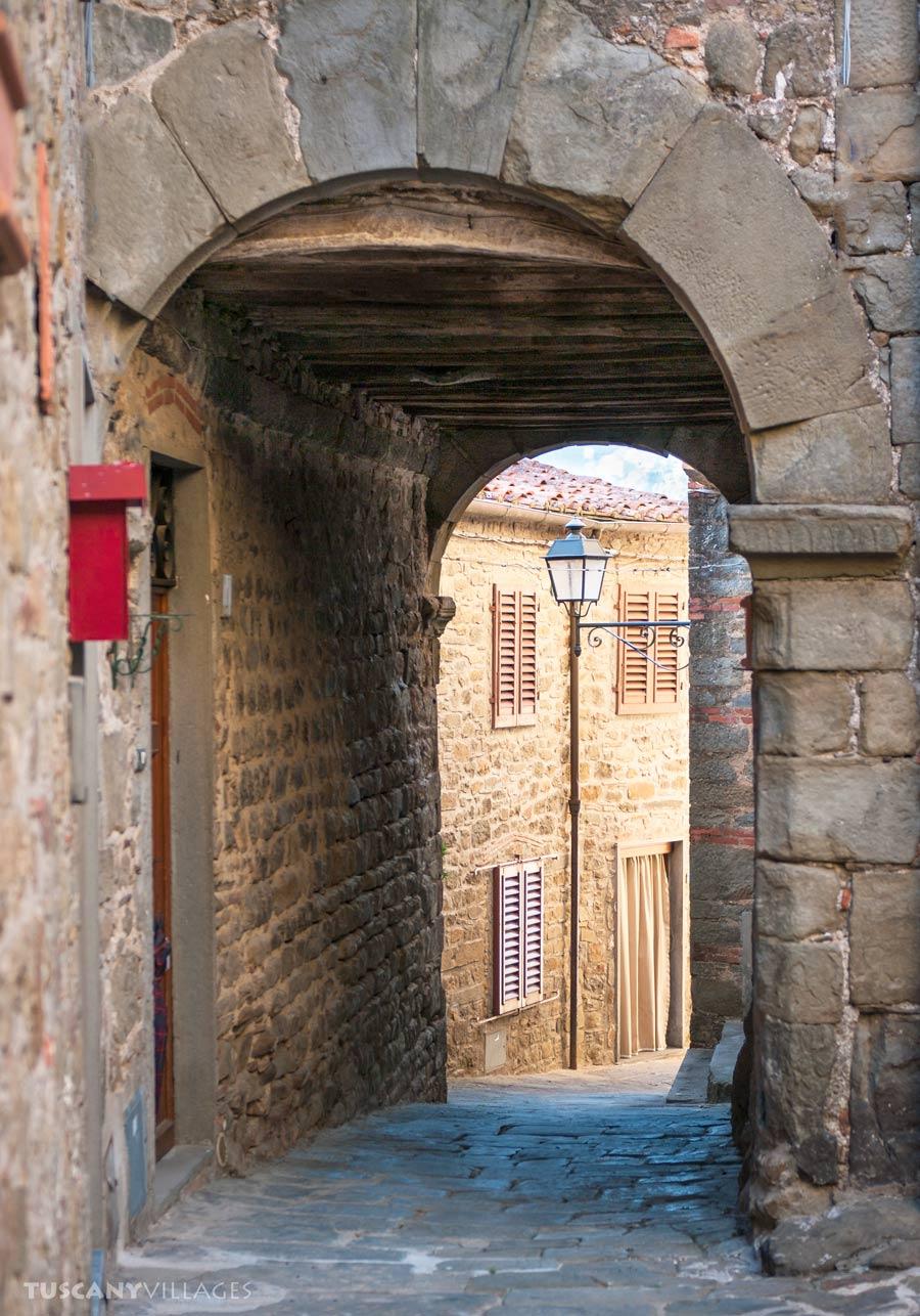 Archway in Aramo, Pescia