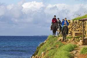 Menorca a caballo con Equustur