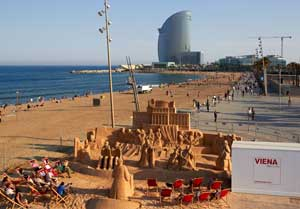 La Orquestra Filarmónica de Viena llega a Barcelona en forma de escultura de arena