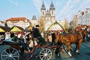 ©CzechTourism.com. Carruaje de caballos en Pascua, en Praga