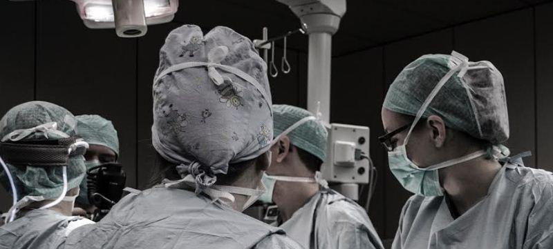 Negligencia médica en una cirugía estética, ¿quién cubre los daños?