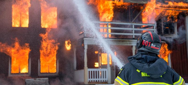 Instalar rociadores automáticos, ¿la solución a los incendios en casa?