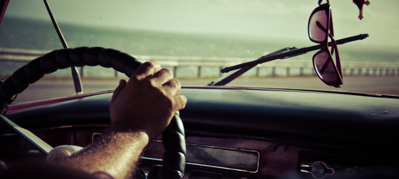 conducir con ropa inadecuada en verano