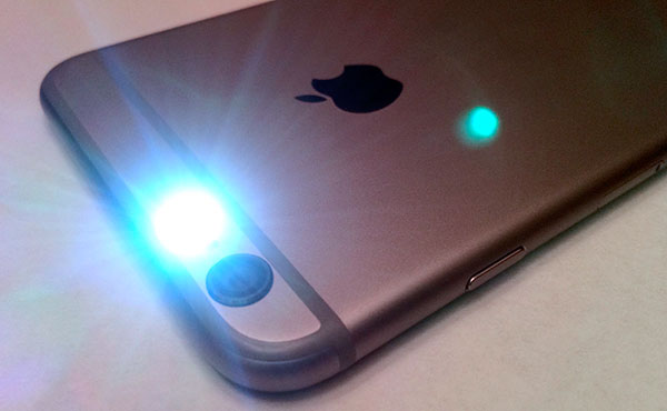 iPhone <stro data-recalc-dims=