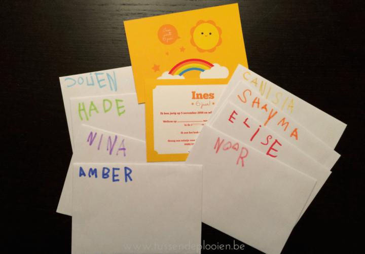 kinderfeestje_uitnodiging_regenboog_enveloppes