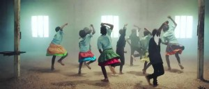 Lee más sobre el artículo Mira como estos niños huerfanos de africa danzan y cantan a Dios