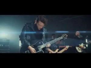 LEAD – Bajo Tu Mano (Video Oficial)