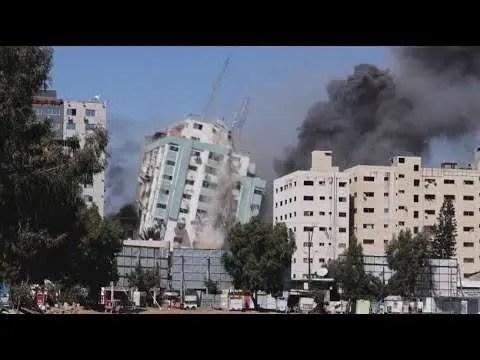 Lee más sobre el artículo AP y Al Jazeera: Israel bombardea edificio de prensa utilizado por Hamas