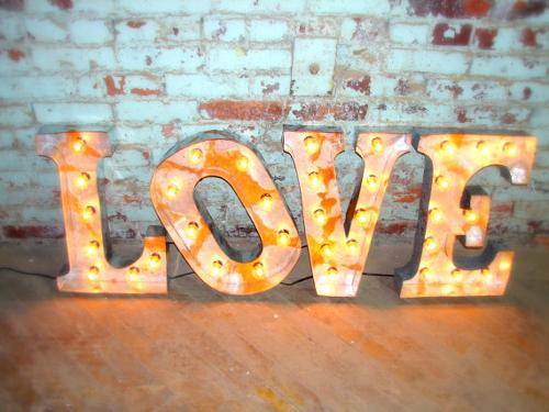 Adorna y decora con letras  Tutate