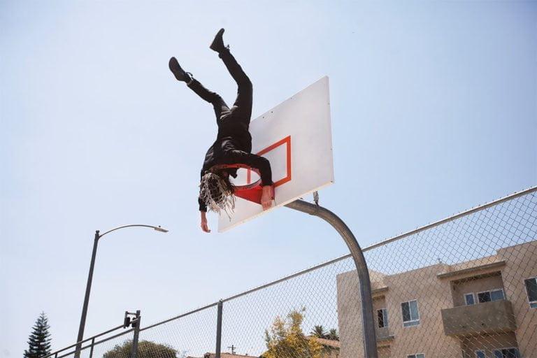 La gravità e le sue difficoltà: le foto di Mike Dempsey 10