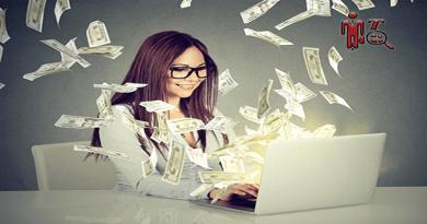 imagen de una mujer en su laptop enseñando como ganar dinero online