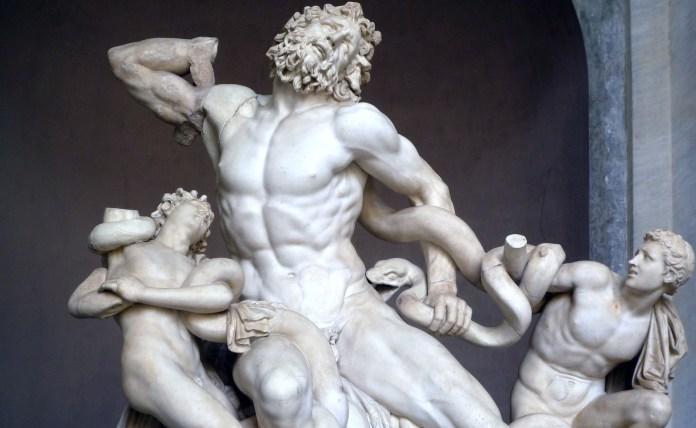 Laocoonte e i suoi due figli lottano coi serpenti