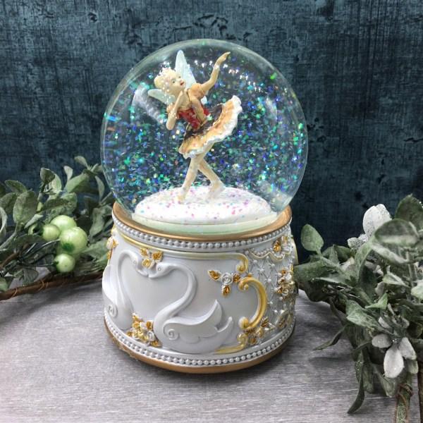 28 - Snow Globes Musical Nativity