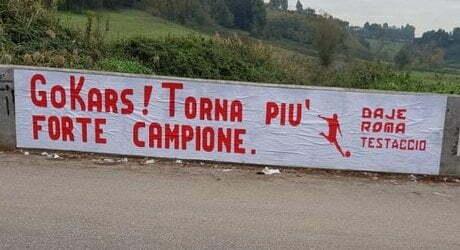 KARSDORP Striscione d'incoraggiamento a Trigoria (FOTO)